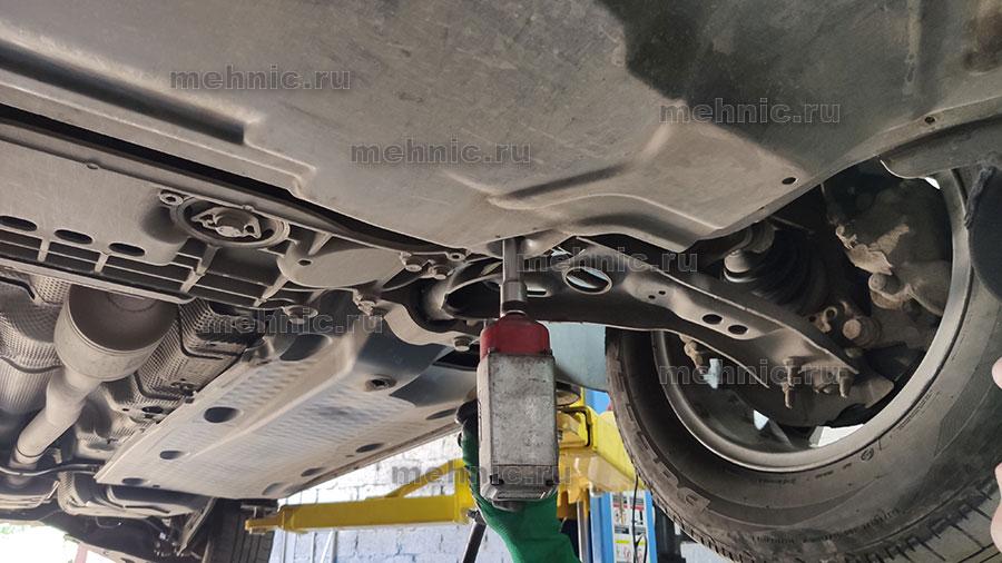 Снимаем защиту двигателя TSI